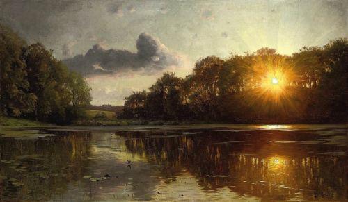 Закат у лесного озера