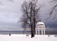 Ротонда на Онежском озере зимой