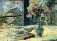 Ваза с цветами на окне