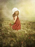 Маленька дівчинка в полі