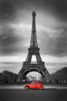 Эйфелева башня и старый красный автомобиль