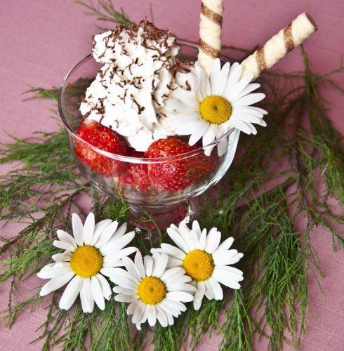Мороженое с клубникой