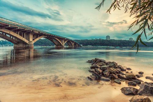 Киевский метрополитен. Мост в вечернее время