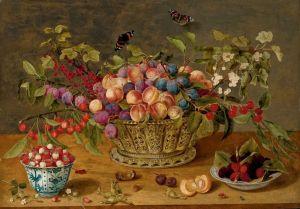 Соро Исаак Сливы, абрикосы, вишни и смородина в корзине с чашкой малины и земляники