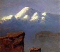 Вершина Эльбруса, освещенная солнцем
