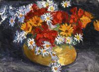 Цветы в медной вазе