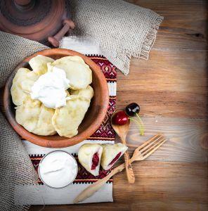 Фотокартини Українські вареники з капустою, сиром і вишнями