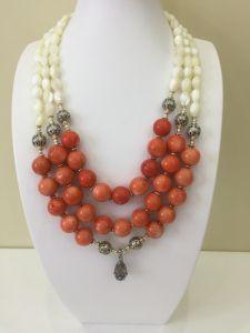 Ожерелье из коралла Ожерелье ''Коралловый оберег'' с серебряной ладанкой
