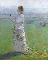 Прогулка молодой женщины край поля