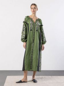 Платье вышиванка ручной работы Зеленое платье с черными вставками и вышивкой VILHA