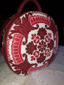 Изделия из кожи ручной работы Сумочка вышитая чешским бисером и японской рубкой