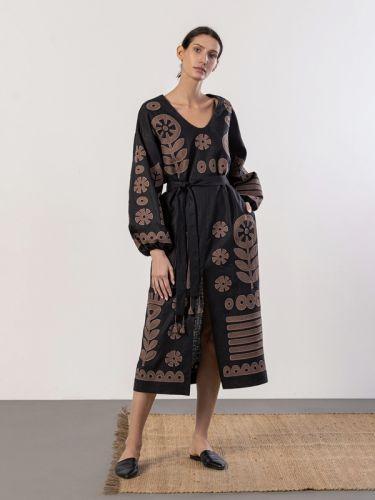 Льняное черное платье с аппликацией с вышивки Macarena