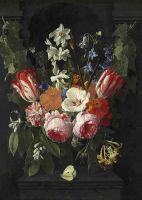 Букет цветов с бабочкой в каменной нише