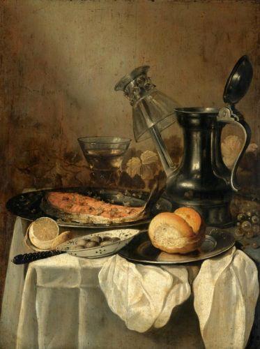 Натюрморт с оловянным кувшином, ломтиком лосося, хлебом, оливками в фарфоровой миске и др объектами