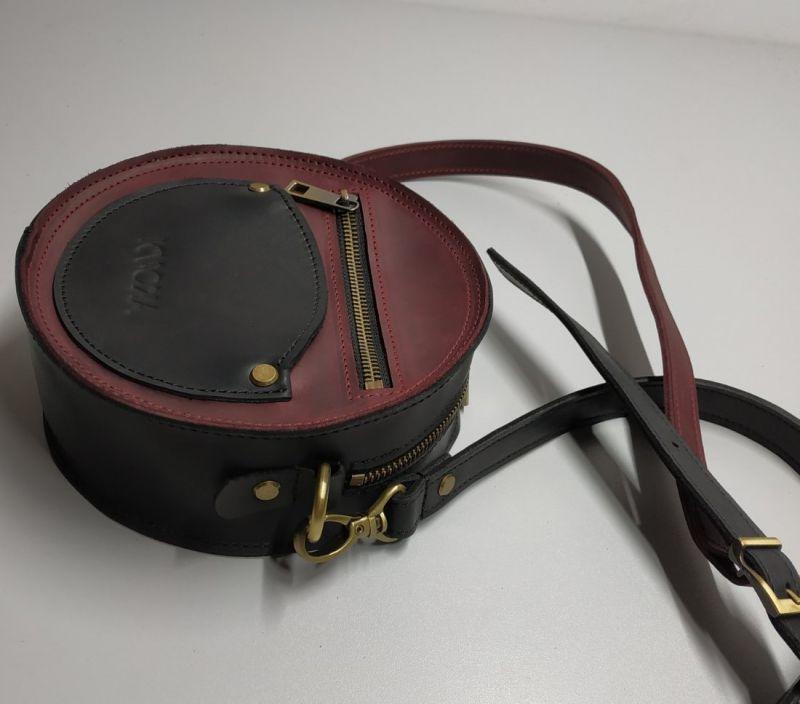 """Круглая сумка """"two color"""" бордово-чёрная Бордовый натуральная 100% кожа Омельчук Марина - фото 1"""