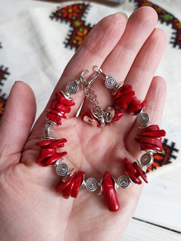 Комплект из браслета и сережек - натуральный коралл Красный Коралл, металлическая фур Бжезинская Ирина - фото 4