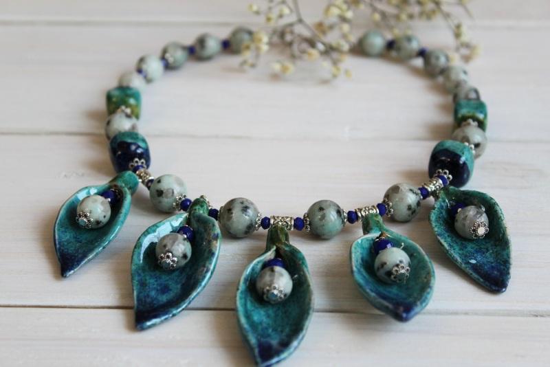 """Ожерелье из яшмы и керамики """"Морозная весна"""" Зеленый яшма, кристаллы стеклянны Бжезинская Ирина - фото 1"""