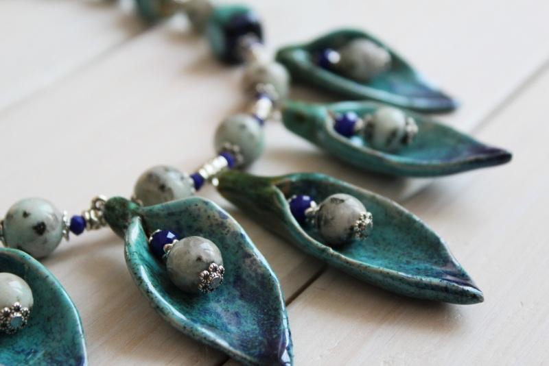 """Ожерелье из яшмы и керамики """"Морозная весна"""" Зеленый яшма, кристаллы стеклянны Бжезинская Ирина - фото 3"""