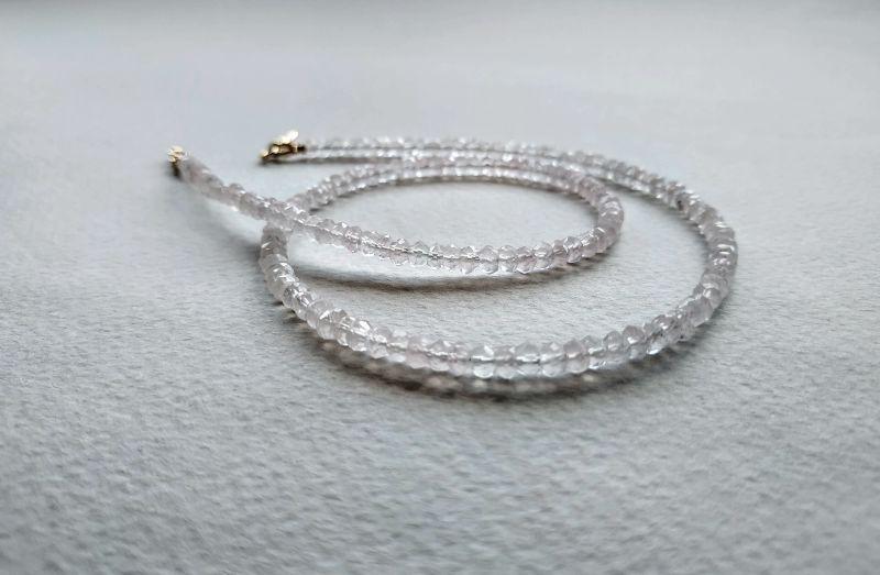 Ожерелье из коллекции «Line of love» Арт. E4121963LL Белый Розовый кварц (ювелирный) Богомолова Светлана - фото 1