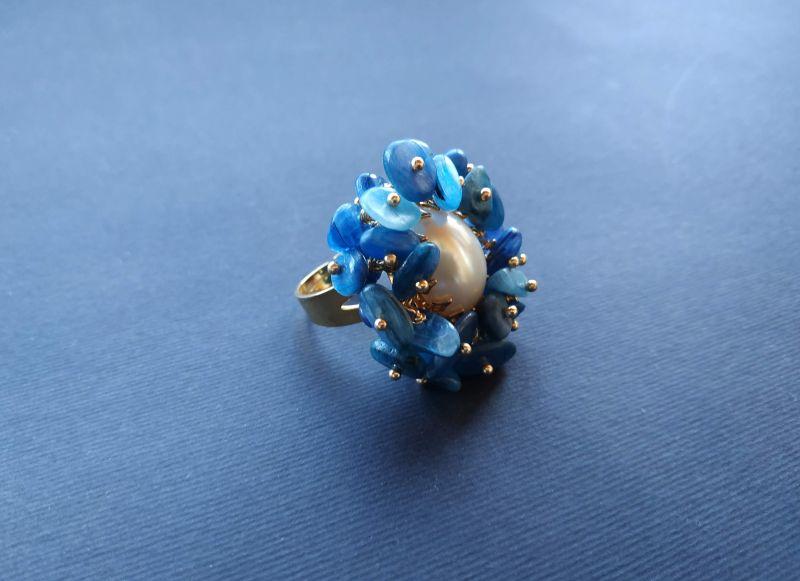 Кольцо из коллекции «Jardins De L`amour» Арт. R14920JDLA Синий Кианит, перламутр, латунь Богомолова Светлана - фото 1
