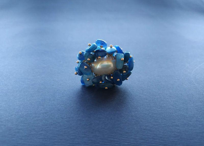 Кольцо из коллекции «Jardins De L`amour» Арт. R14920JDLA Синий Кианит, перламутр, латунь Богомолова Светлана - фото 3