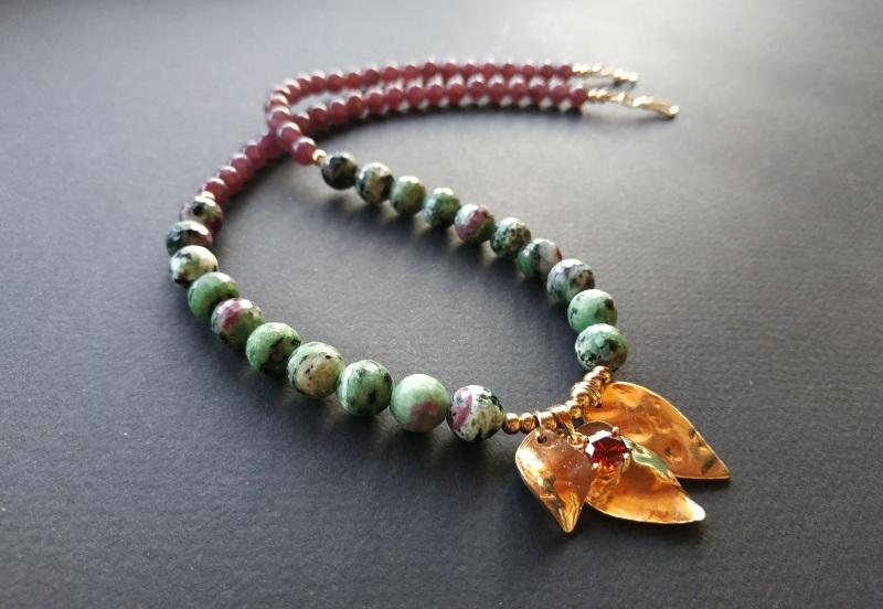 Ожерелье из коллекции «Forêt de féerie» Арт. N1819FDF Зеленый Аниолит (рубин в цоизите) Богомолова Светлана - фото 1