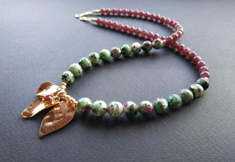 Ожерелье из коллекции «Forêt de féerie» Арт. N1819FDF Зеленый Аниолит (рубин в цоизите) Богомолова Светлана - фото 2