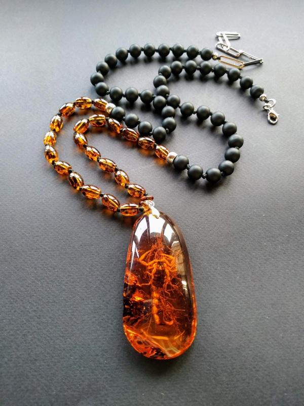 Ожерелье в стиле «Sautoire» из коллекции «Sous le Signe du Scorpion» Арт. N161019SSS  Янтарь (шампанизированный Богомолова Светлана - фото 1
