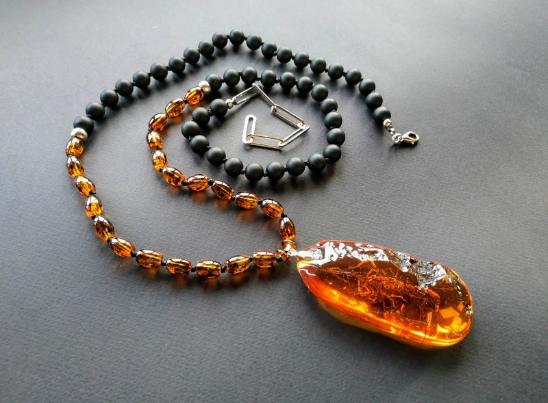 Ожерелье в стиле «Sautoire» из коллекции «Sous le Signe du Scorpion» Арт. N161019SSS  Янтарь (шампанизированный Богомолова Светлана - фото 6
