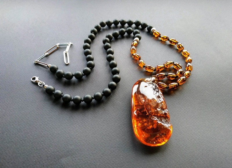 Ожерелье в стиле «Sautoire» из коллекции «Sous le Signe du Scorpion» Арт. N161019SSS  Янтарь (шампанизированный Богомолова Светлана - фото 3