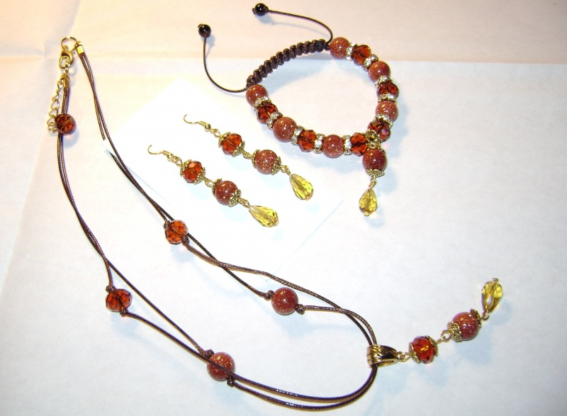 """Комплект (браслет, серьги, кулон) """"Медовый-1""""  Изготовлен из натуральных Бойко Анна - фото 3"""