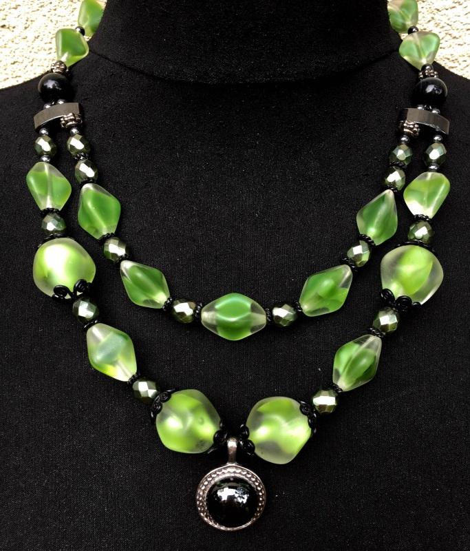 Ожерелье 7 Зеленый Чешское стекло, кошачий г Данылив-Флинта Ирина - фото 1