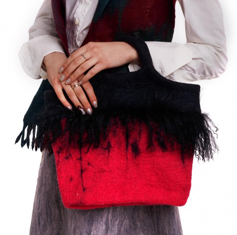 Валяная сумка с ламой Красный Войлок. мех ламы. котон д Домбровская Лариса - фото 1