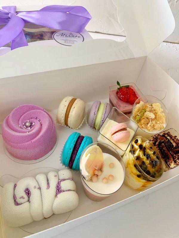Подарунковий набір десертів  мусові десерти, макаронс, Кондитерська Мілян - фото 3