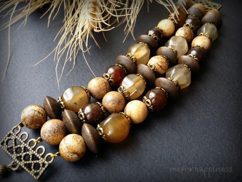 Бежевый браслет из яшмы, агата и дерева в 3 ряда Коричневый агат, яшма, дерево, фурни Для Счастья - фото 1