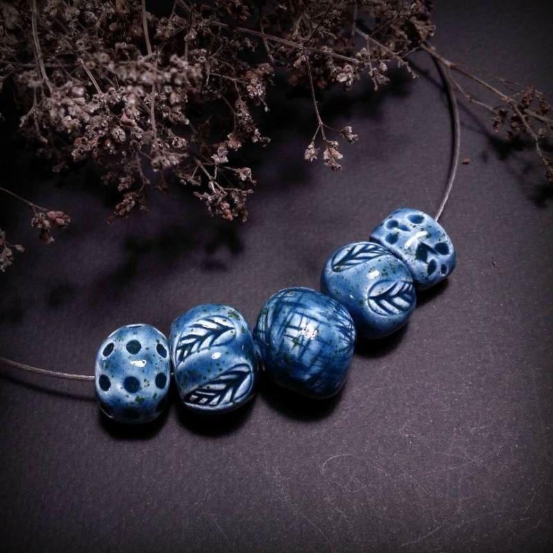 Керамический чокер с кулонами Синие листья Синий керамические бусины ручно Для Счастья - фото 1
