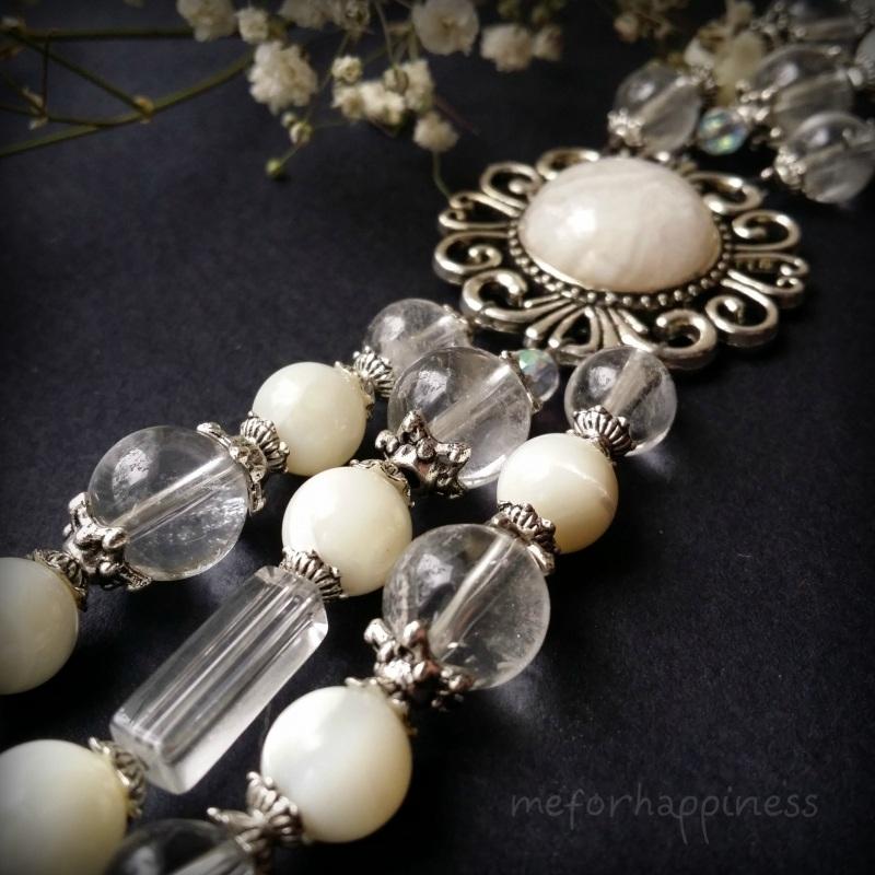 Белый браслет из перламутра и кварца Белый перламутр, кварц, горный Для Счастья - фото 3
