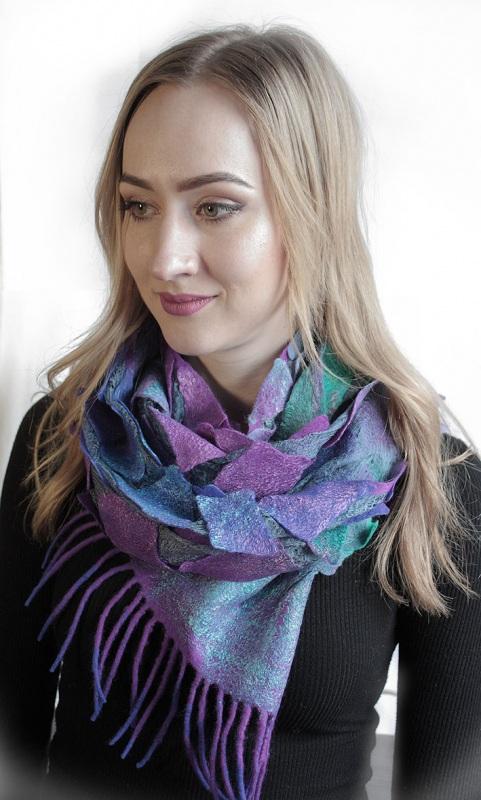 Валяный шарф Изумруды и фиолет Разноцветный шерсть, шелк, валяние Мастерская Теплых Подарков - фото 1
