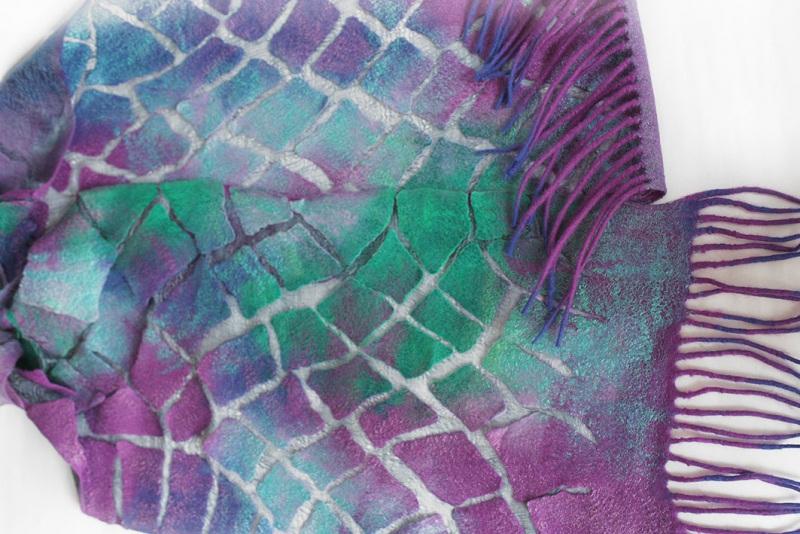 Валяный шарф Изумруды и фиолет Разноцветный шерсть, шелк, валяние Мастерская Теплых Подарков - фото 4