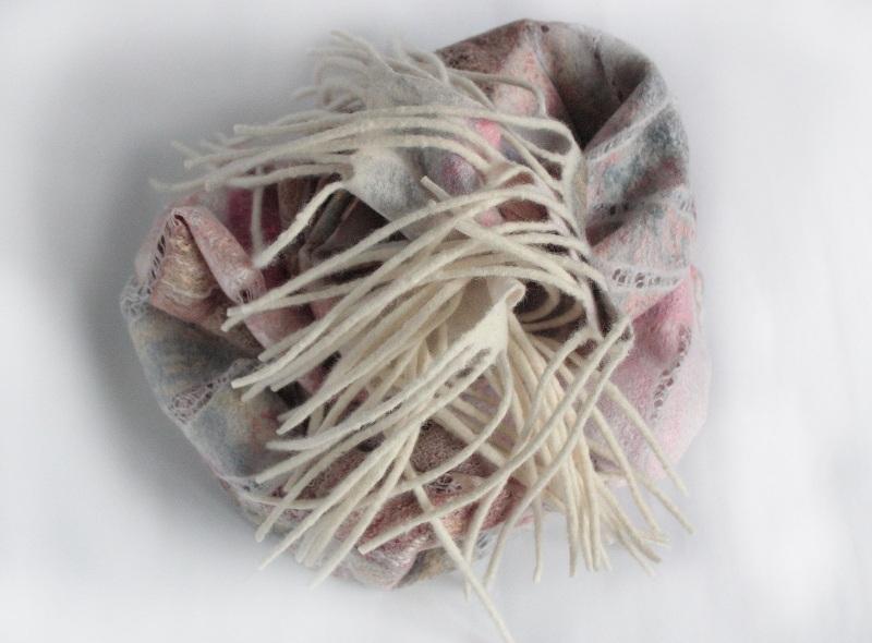 Шелково-шерстяной палантин ИНЕЙ НА ЛЕПЕСТКАХ  Шелк, мериносовая шерсть, Мастерская Теплых Подарков - фото 2