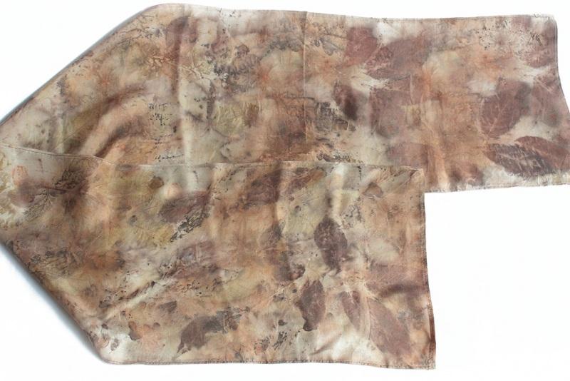 Шелковый шарф Ветер леса Коричневый шелк, екопринт Мастерская Теплых Подарков - фото 4
