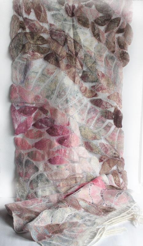 Шелково-шерстяной палантин ИНЕЙ НА ЛЕПЕСТКАХ  Шелк, мериносовая шерсть, Мастерская Теплых Подарков - фото 5
