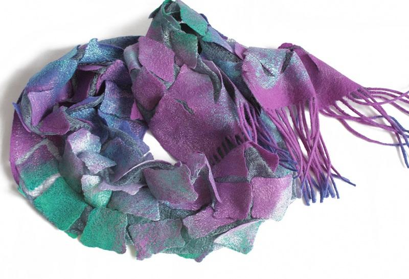 Валяный шарф Изумруды и фиолет Разноцветный шерсть, шелк, валяние Мастерская Теплых Подарков - фото 5