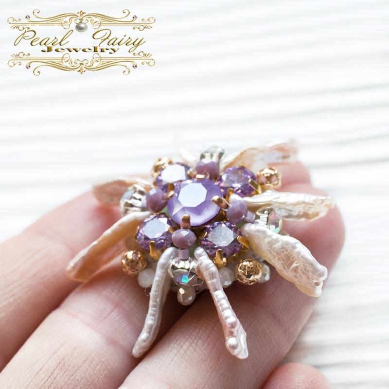 Брошь цветок жемчуга с кристаллами Swarovski Разноцветный Натуральный жемчуг Бива, Гармаш Елена - фото 1