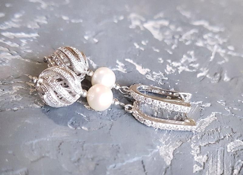 Стильные серьги с натуральным жемчугом и вставками с кристаллами циркона Белый натуральный жемчуг высоко Гармаш Елена - фото 4