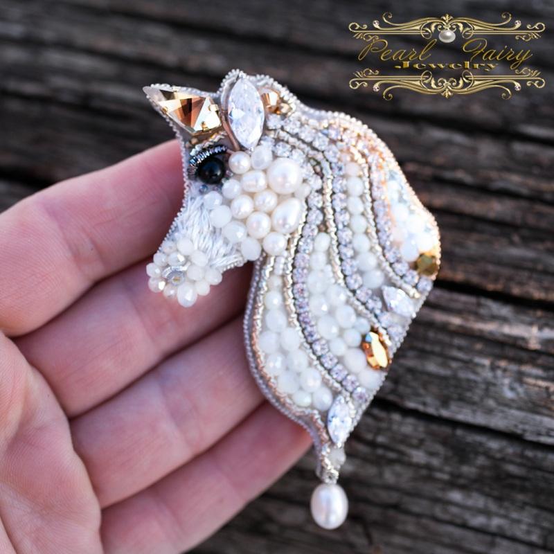 Брошь Единорог с кристаллами Swarovski и жемчугом Белый Брошь, расшитая кристалла Гармаш Елена - фото 2