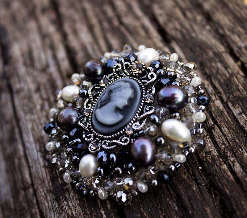 Брошь с натуральным жемчугом кристаллами и камеей Черно-белый натуральный жемчуг, крист Гармаш Елена - фото 3