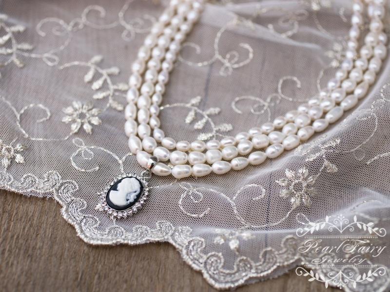 Колье праздничное или свадебное из натурального жемчуга с камеей Белый натуральный жемчуг, камея Гармаш Елена - фото 2