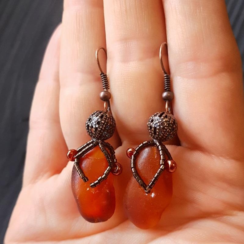 Серьги с натуральным нешлифованным янтарем Красный натуральный янтарь, метал Гармаш Елена - фото 2