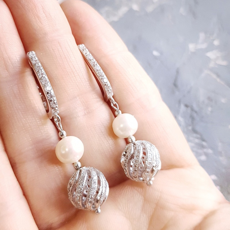 Стильные серьги с натуральным жемчугом и вставками с кристаллами циркона Белый натуральный жемчуг высоко Гармаш Елена - фото 3